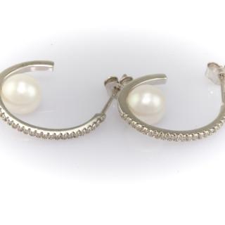 Stříbrné kruhové náušnice se zirkony a říční perlou